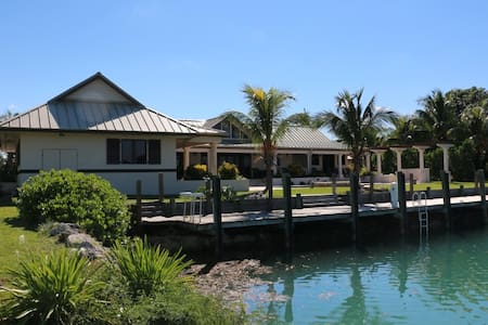 Luxury 5 Bedroom Waterfront Villa - West End