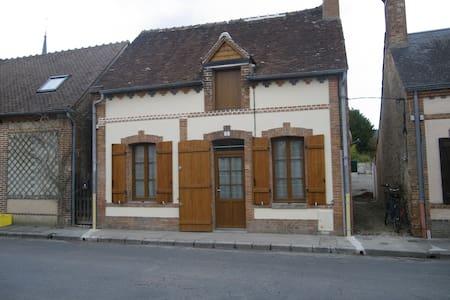 Petite maison très ensoleillée en Sologne - Clémont - Reihenhaus