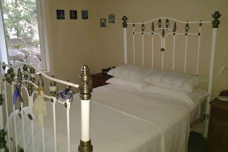 Bedroom,ensuite,tv lounge - Casa
