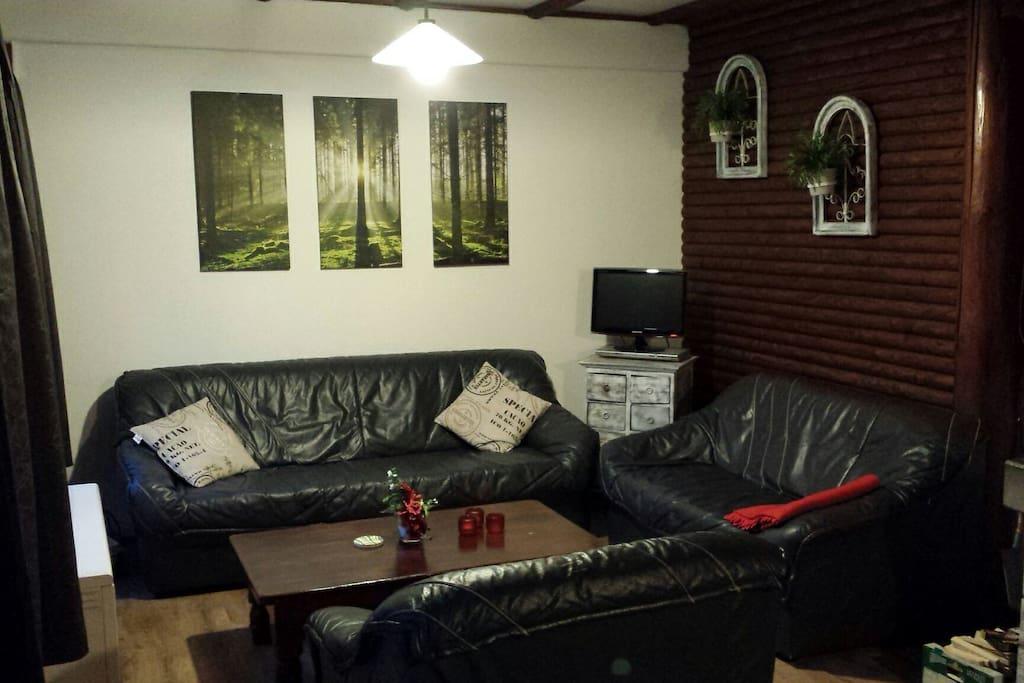 Zithoek met comfortabele banken / Sitzecke mit bequemen Sofas