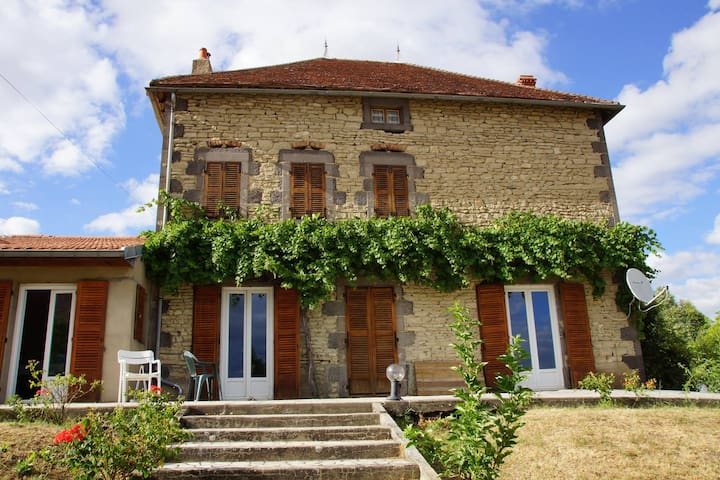 Spacious country house - Artonne - Casa
