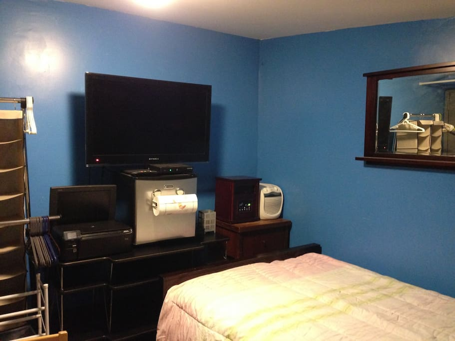 Private room with own entrance houses for rent in for Aki kitchen cabinets astoria ny
