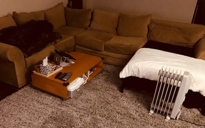 Big Living Room for rent with cable and WiFi.