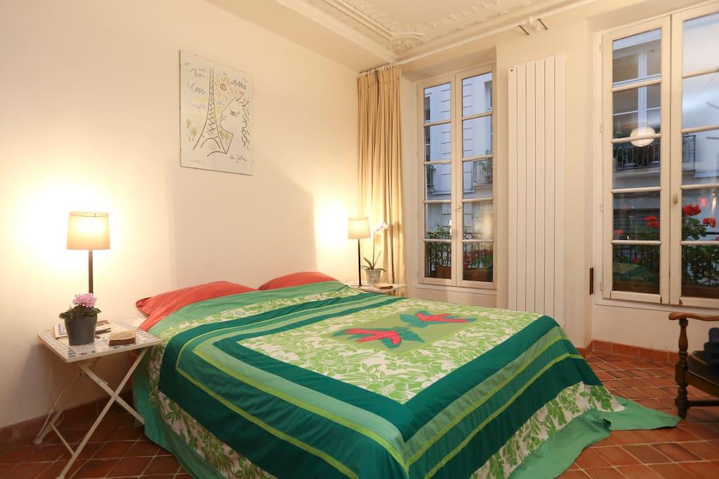 Suite in the marais paris 3pers bed breakfasts for for Chambre de bonne paris rent