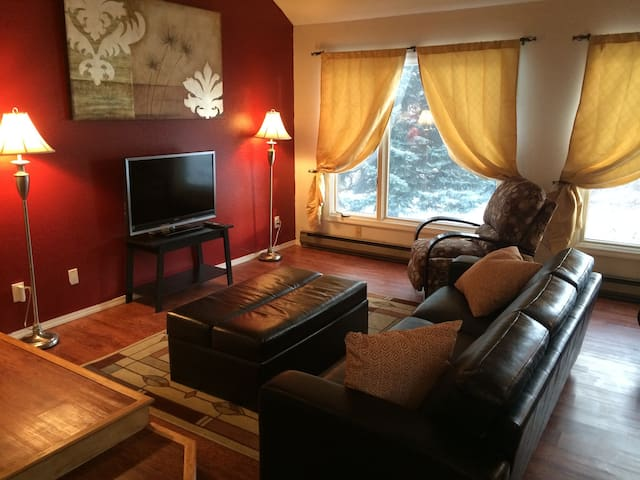 Spacious Midtown Condo with Views - Anchorage