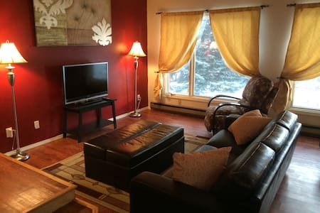 Spacious Midtown Condo with Views - Anchorage - Apartment