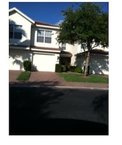 Naples FL-Condo in gated community - ナポリ