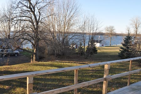Cozy Cottage on the Lake - Grand Isle - Cabin - 1
