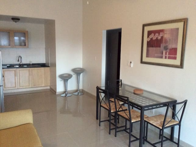 2 Bed, 1 Bath apt A3 - Buckleys - Flat