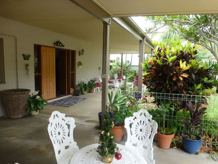 Home with a pool, close to Bowen beaches