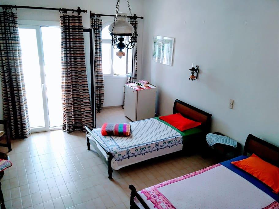 Δωμάτιο με δύο κρεββατια