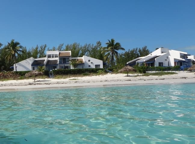 Beautiful Beach Front Double Villa - Great Harbour Cay - Rumah