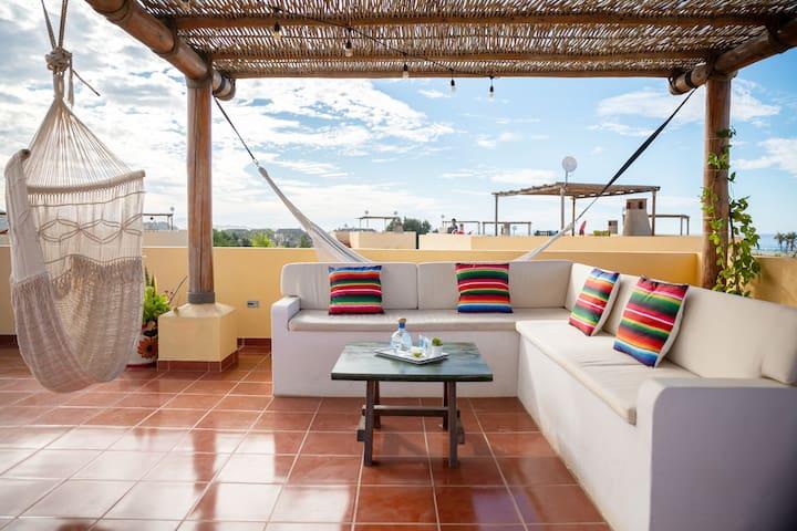 AS SEEN ON HGTV-2 Bedroom + Private Rooftop & Pool