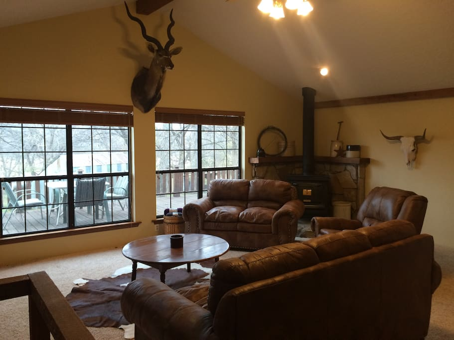 View more pics @ www.CanyonHillCabin.com