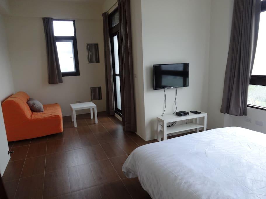 兩人豪華套房,可加床,免費WIFI,有線電視,冷氣,陽台,乾濕分離獨立衛生間