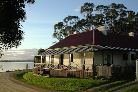 Historic Waterfront Bed & Breakfast - Aamiaismajoitus