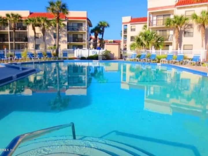 OceanSide Complex with Heated Pool B-16