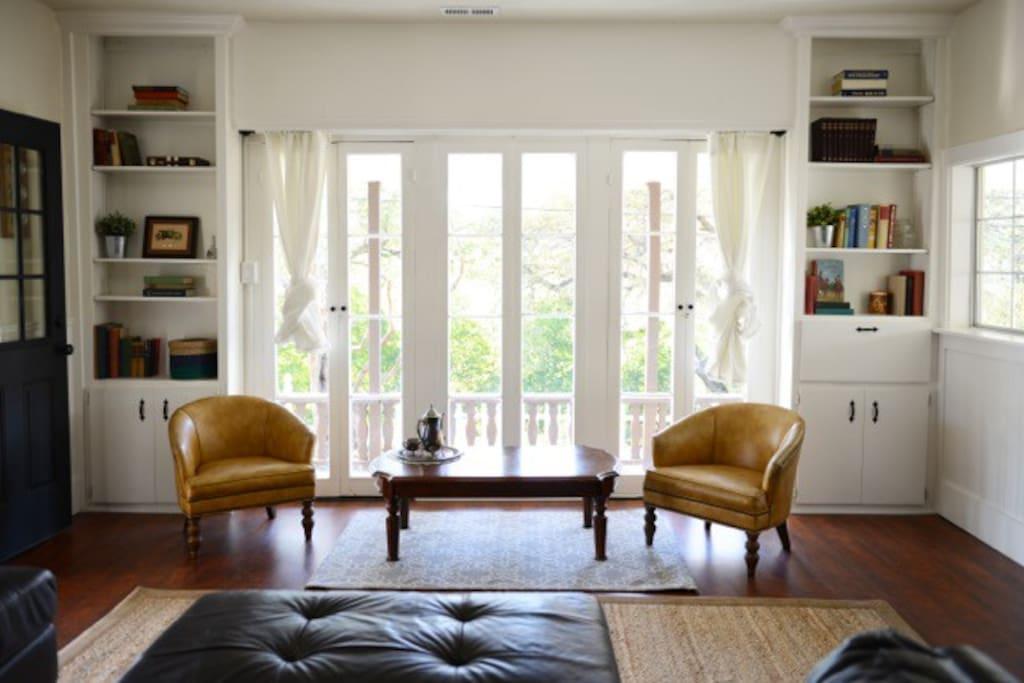 Sitting area, wonderful light!