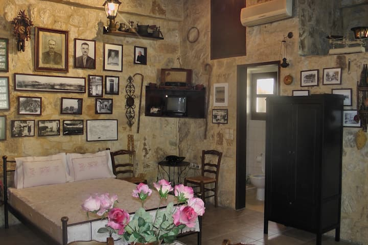 Cosy traditional house in Heraklio