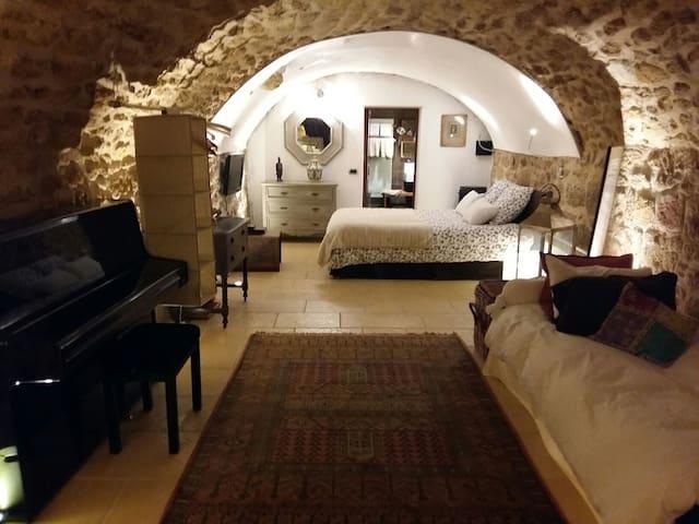 Chambre de charme avec jacuzzi - Rognes - Oda + Kahvaltı