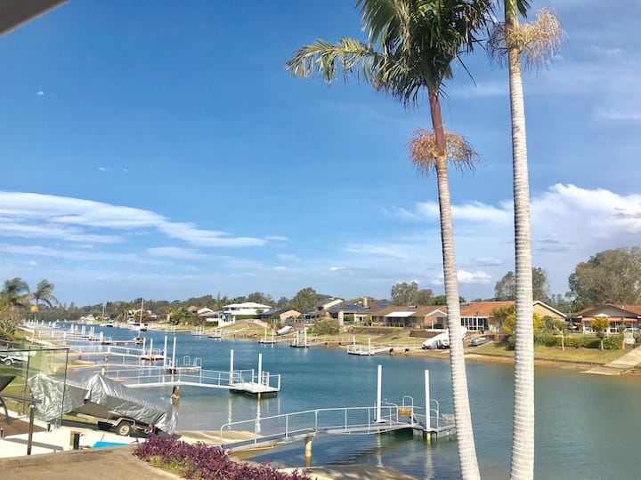 Barefoot Boathouse - 4 bedroom  waterfront, jetty