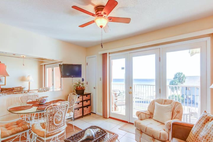 Updated condo, Quick walk to beach, Short drive to entertainment