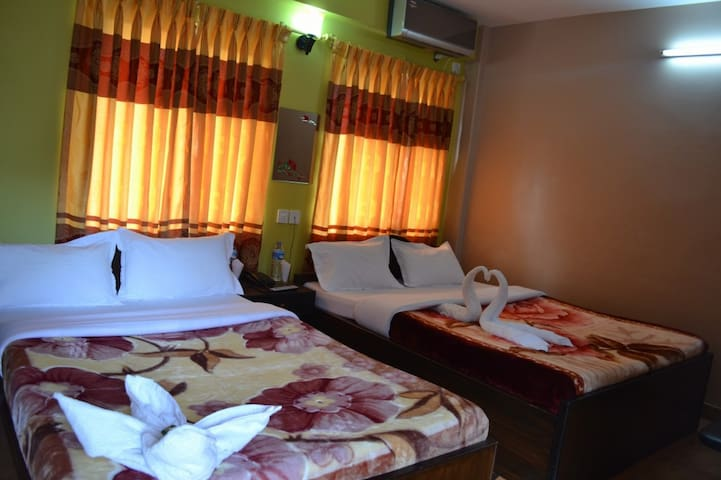 Hotel   Donesti , Lakesid ,Pokhara