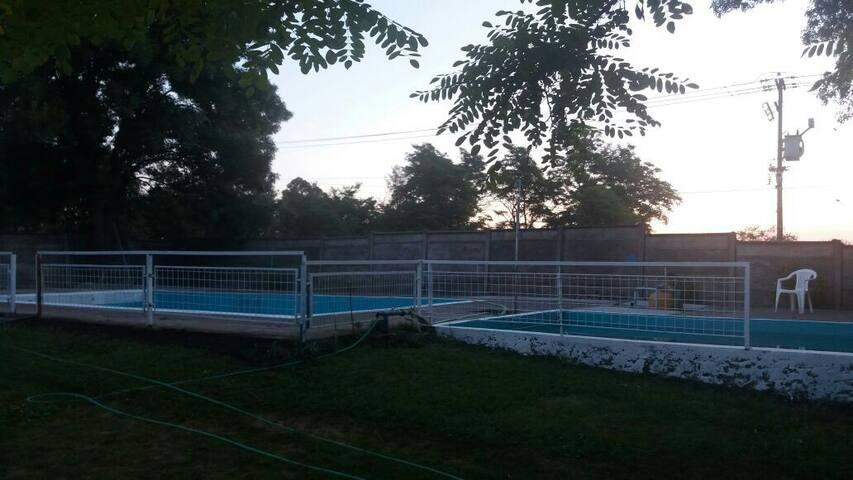 Alojamientos c/piscina y desayuno$12.000por person
