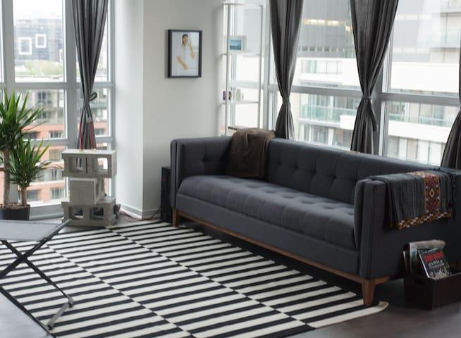 Style & Comfort on Queen West