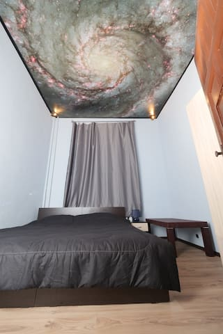TOP center - Whirlpool Galaxy room