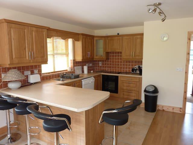 Kitchen area in Gatehouse, Dishwasher, Fridge, Cooker, Microwave