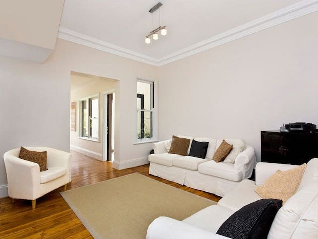 Spacious 4 bedroom family home - Bondi Junction - Talo