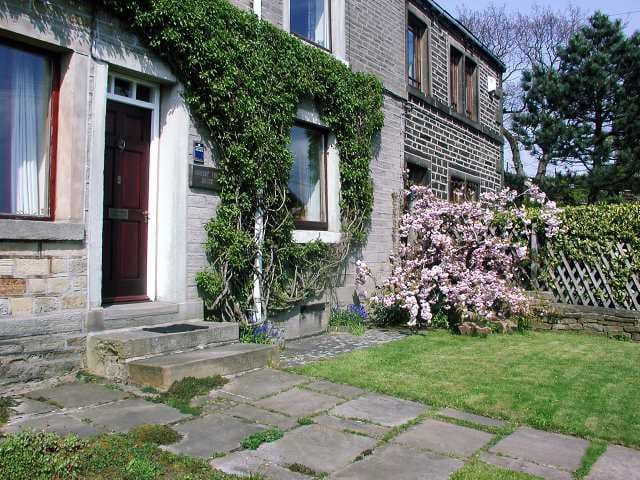 Cherry Tree Cottage - superb views - pets welcome