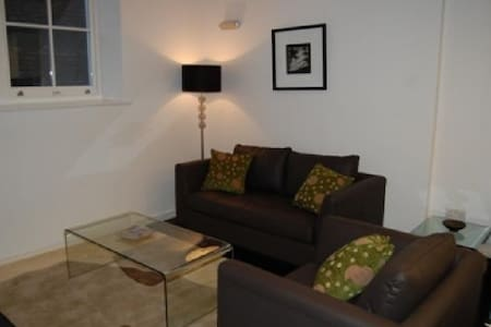 Modern cosy flat mins to Upper St