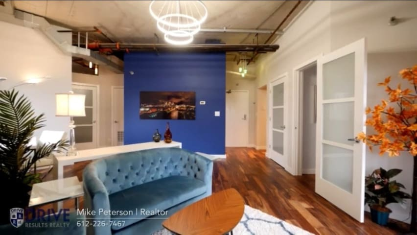 Downtown Apartment-Perfect Final Four Destination