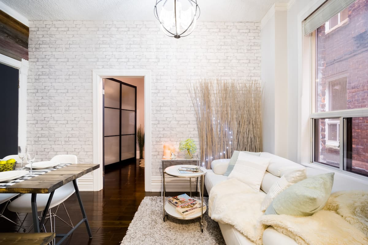Two Bedrooms Rustic Luxury City Vibes Suites Downtown
