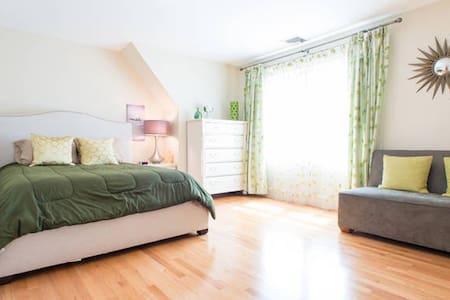 Luxury, Sunny Room in Wellesley - Wellesley