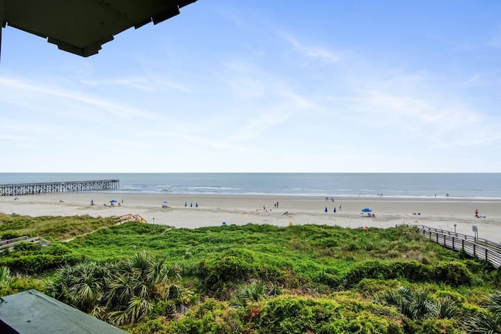 Oceanfront corner condo w/ spectacular view & shared pool/fishing pier!
