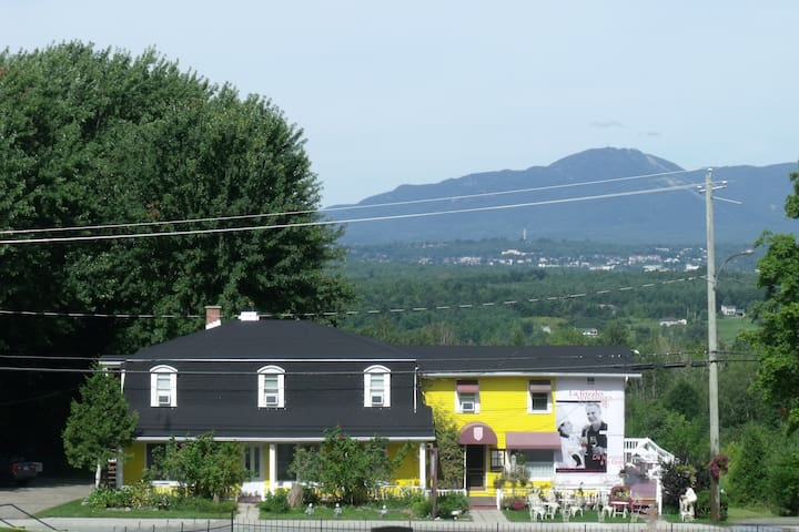 Entre campagne et ville panoramique - Sainte-Catherine-de-Hatley - Bed & Breakfast