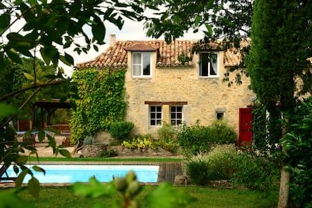 gîte 12 pers. piscine et parc 8 Ha - Saint-Méard-de-Gurçon - Rumah