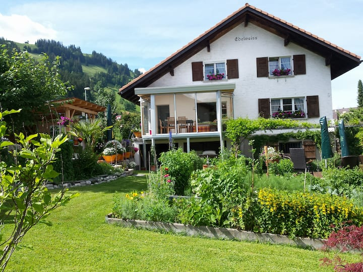 Gstaad: B&B or 3 room flat ZWEISIMMEN
