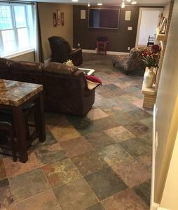 Gorgeous & Private Lower Level! - Green Bay