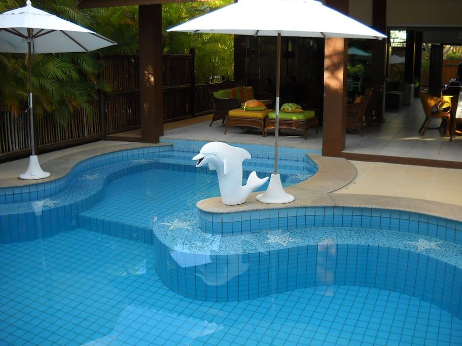 A Piscina compõe o ambienta perfeito para relaxar e curtir o final de tarde.
