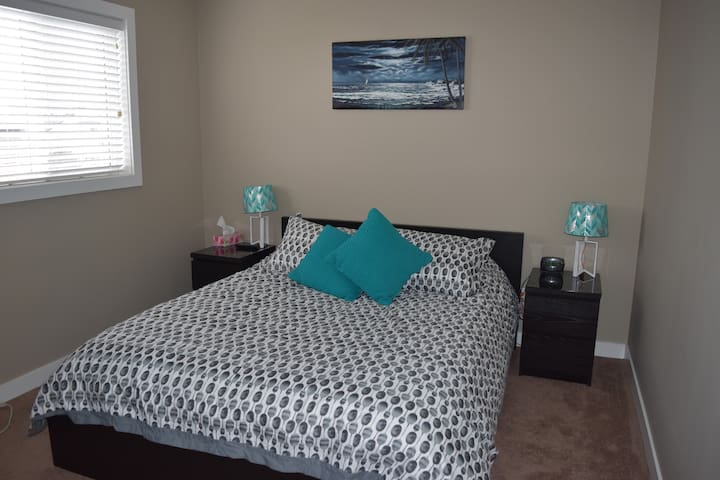 Private Bedroom and Bathroom - Red Deer - Talo