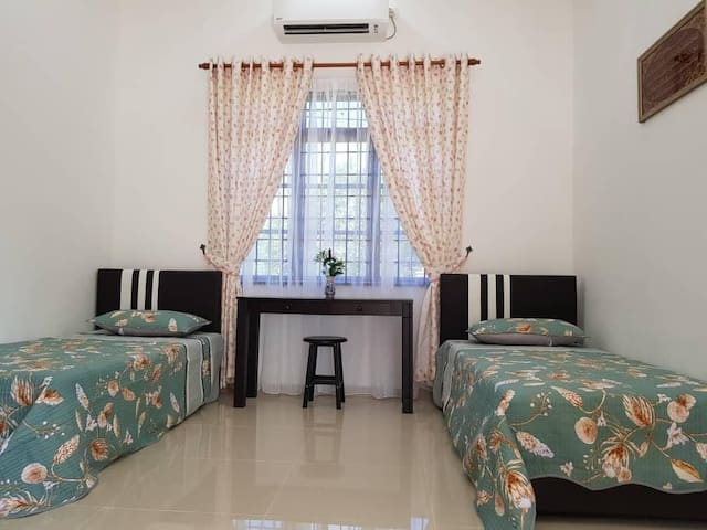 (FAMILY ROOM NEAR AIRPORT) Armada Homestay