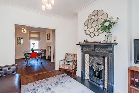 2 double bedroom house in Bath, close to centre - Bath