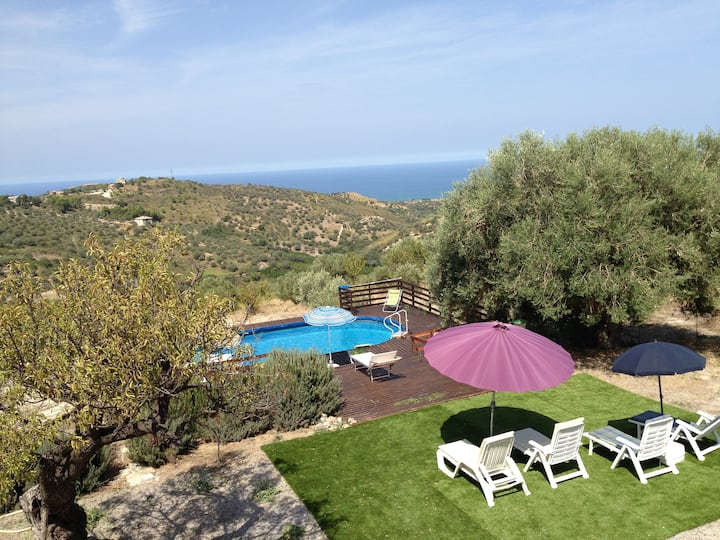 04 Villa with pool nearby Cefalù