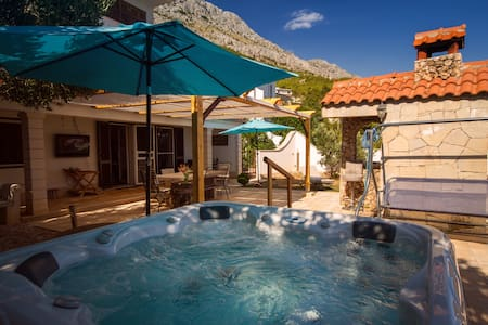 ★200m2 garden above the beach★Jacuzzi tub for 6★