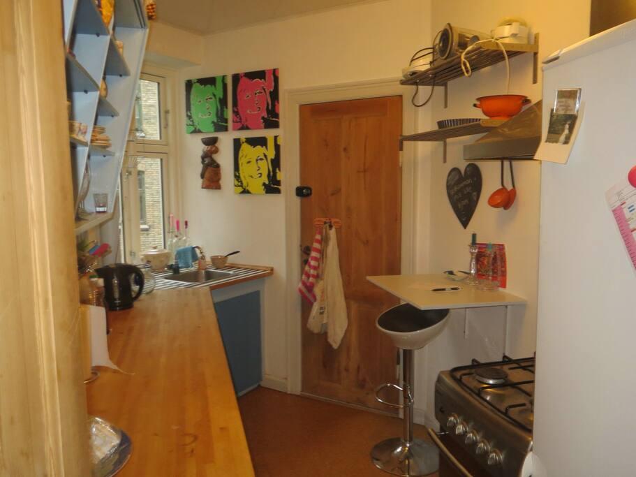 Køkken, fuld udstyret inkl. opvaskemaskine