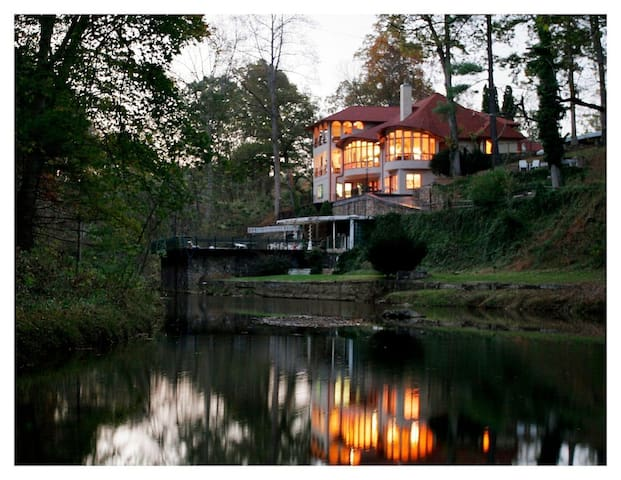 Brookwood House: Artists Retreat and Private Venue